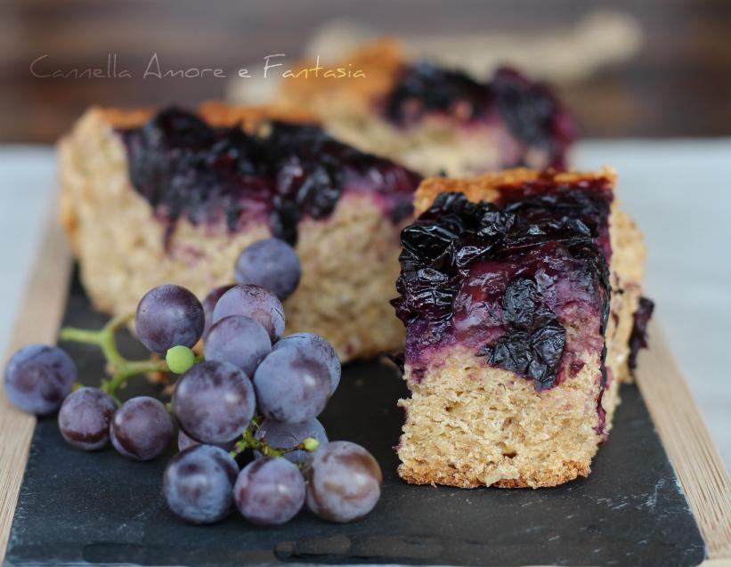 Focaccia dolce integrale con uva fragola