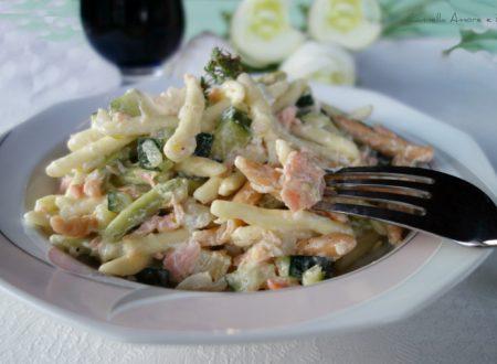 Trofie tricolore con salmone e zucchine