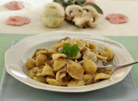 Orecchiette con funghi e salsiccia