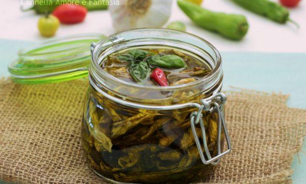 Peperoni secchi sott'olio alla siciliana – come prepararli con il sole e non