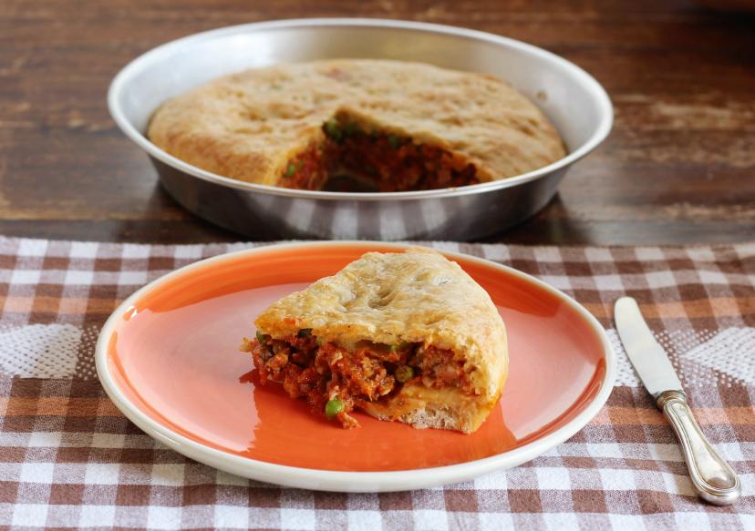 Mpanata Siciliana con salsiccia piselli e formaggio – torta salata siciliana