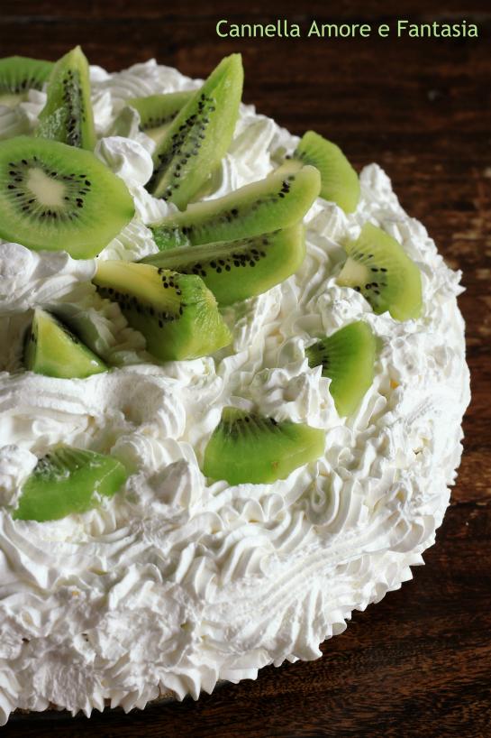 Torta al kiwi con crema pasticcera e panna 2