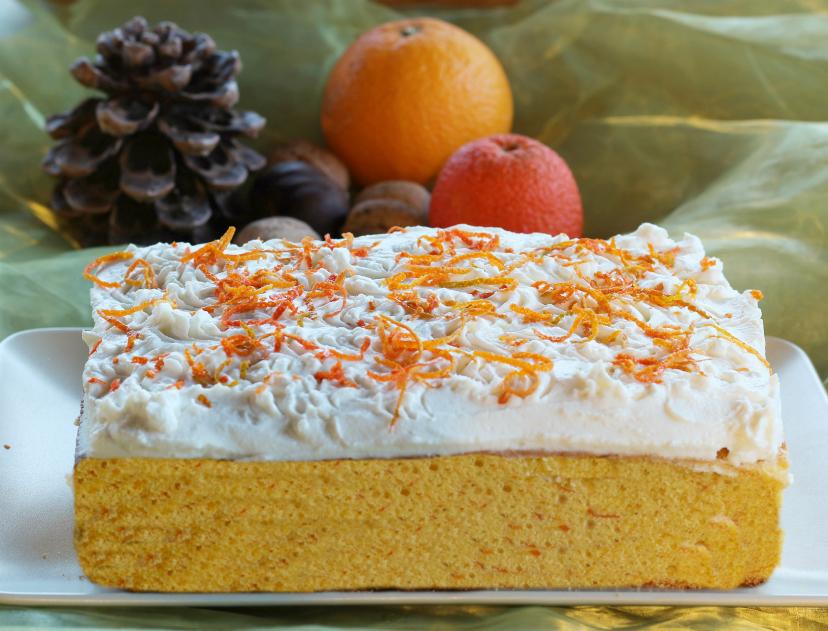 Torta soffice di carote e arancia - ricetta tipica norvegese con copertura al formaggio