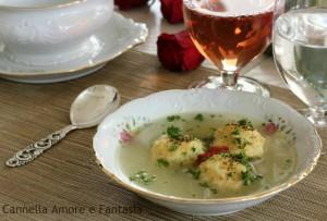 Consommè di pesce con polpettine di riso e salmone1
