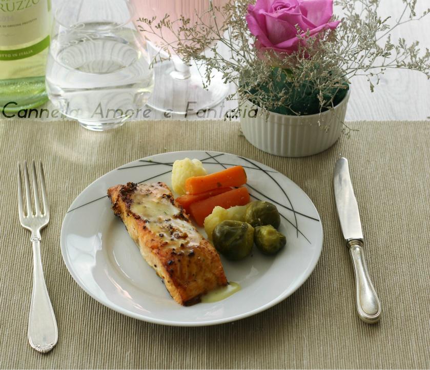 Salmone marinato con salsa al limone – ricetta facile e deliziosa