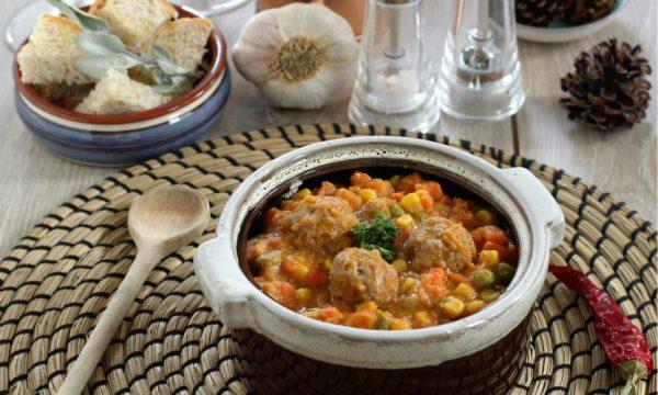 Zuppa di verdure con polpettine – ricetta piatto unico