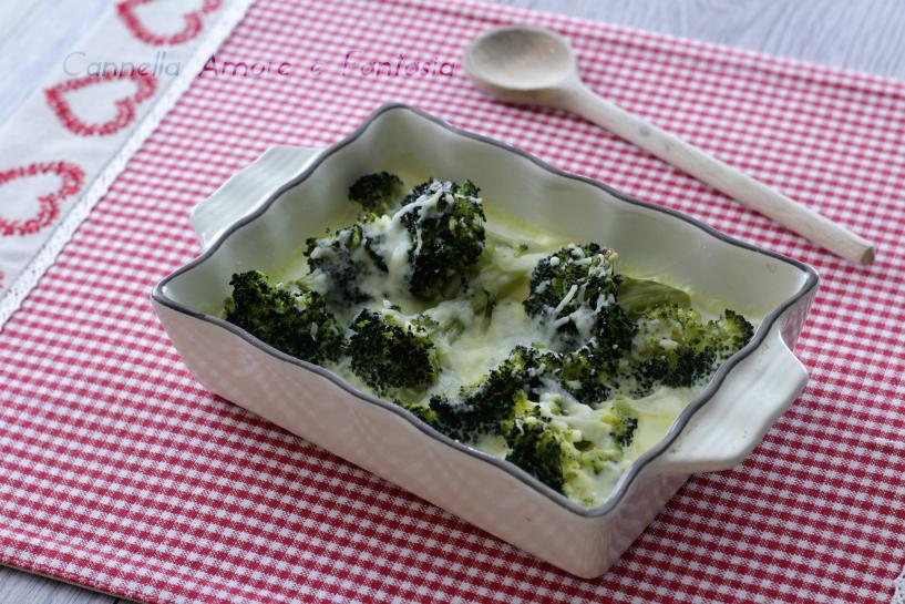 Broccoli golosi alla panna gratinati al forno