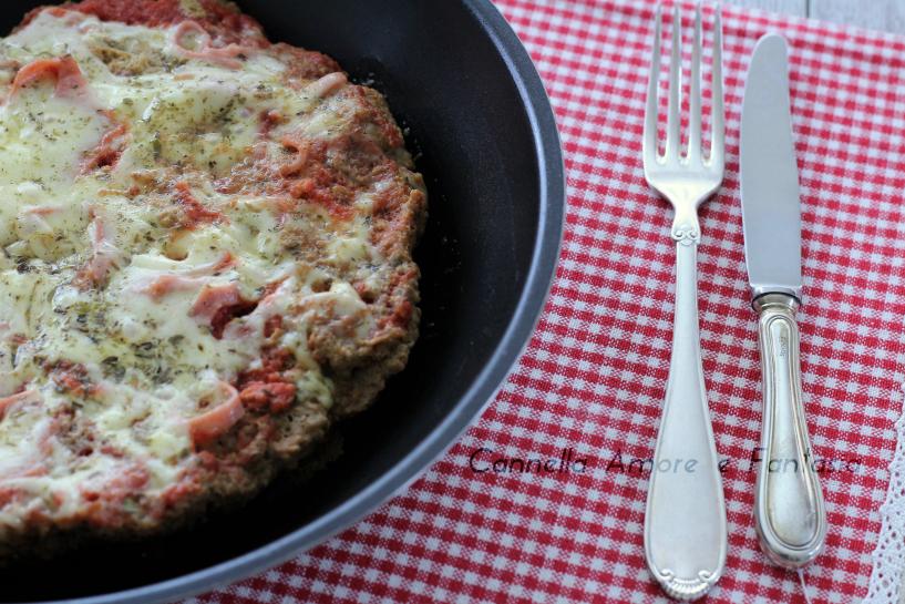 Pizza di carne macinata in padella