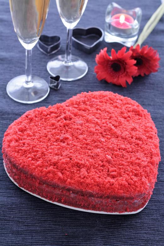 Red velvet cake .