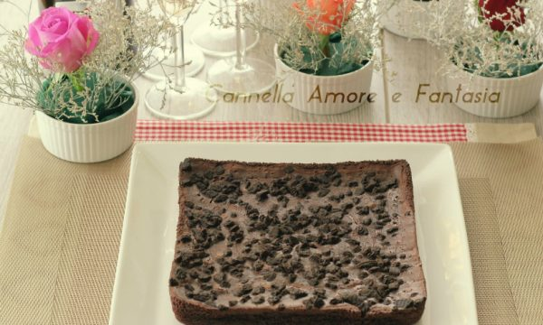 Torta brownies con biscotti oreo – ricetta facile e cioccolattosa