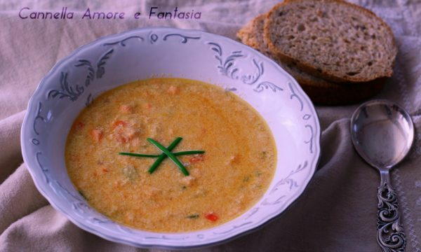 Zuppa di salmone cremosa