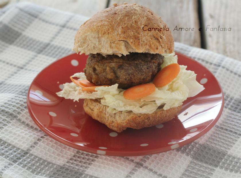Hamburger al forno con panini integrali