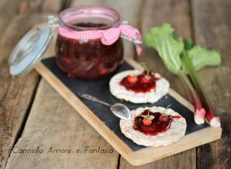 Marmellata di fragole e rabarbaro