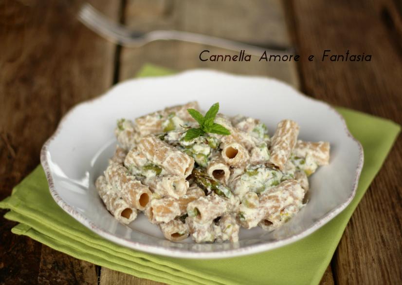 Pasta con ricotta asparagi e salsiccia