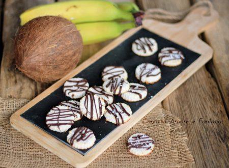 Biscotti banana cocco e cioccolato