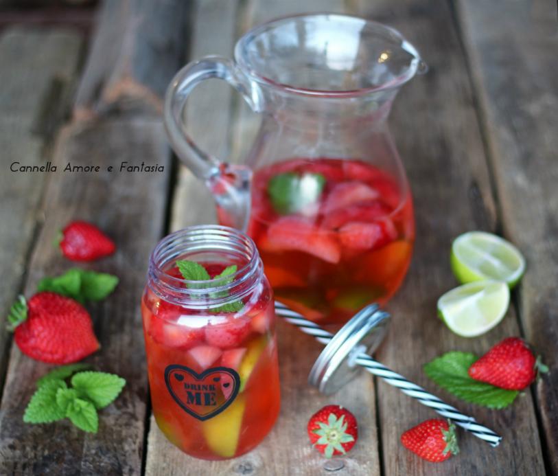 Limonata alle fragole e lime – ricetta drenante alcalinica