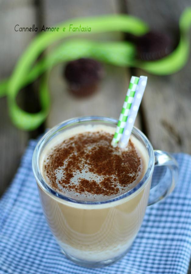 Latte di mandorla al caffè