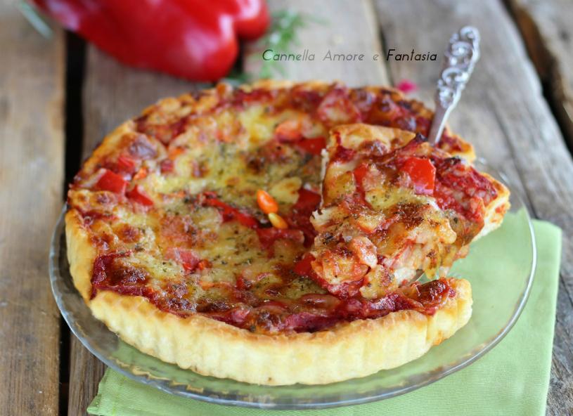 Torta salata con peperoni e bacon