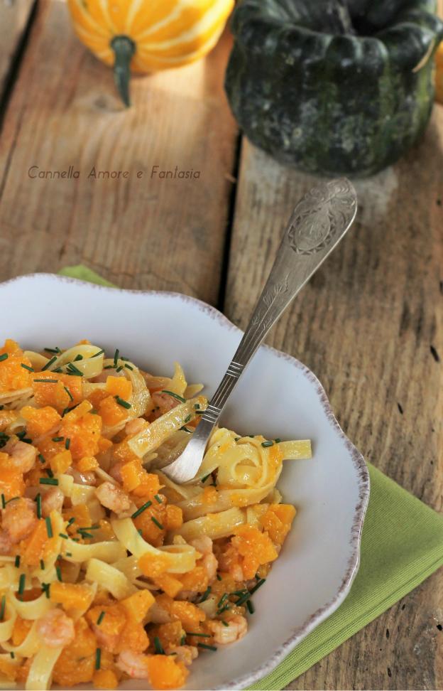 Tagliatelle con gamberetti e zucca ricetta