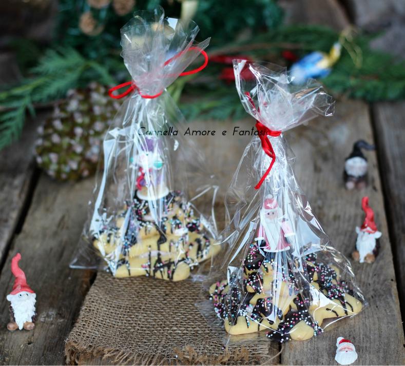 Alberi di natale di pasta frolla e cioccolato regalo