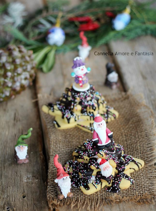 Alberi di natale di pasta frolla e cioccolato ricetta