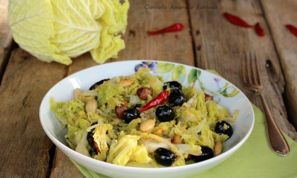 Cavolo riccio con olive e frutta secca