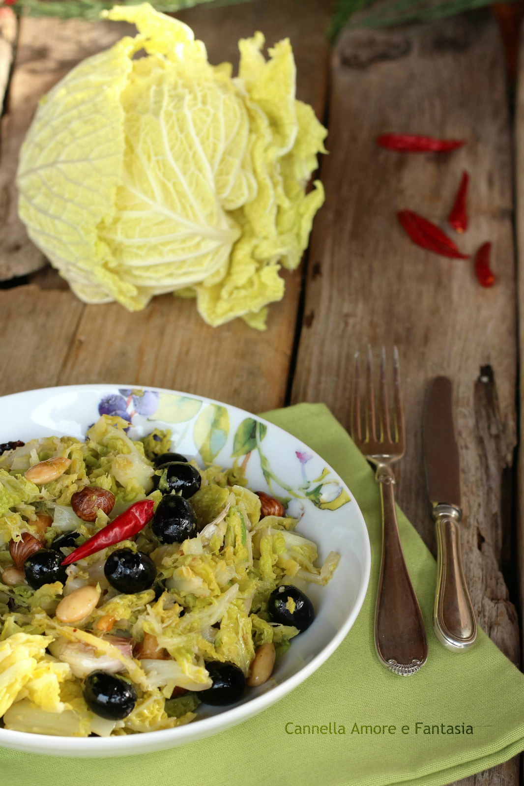 Cavolo riccio con olive e frutta secca ricetta vegan for Frutta con la o iniziale