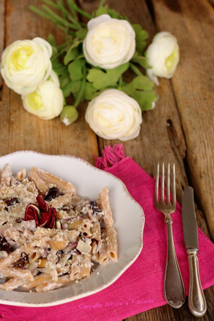 Pasta con radicchio salsiccia e ricotta