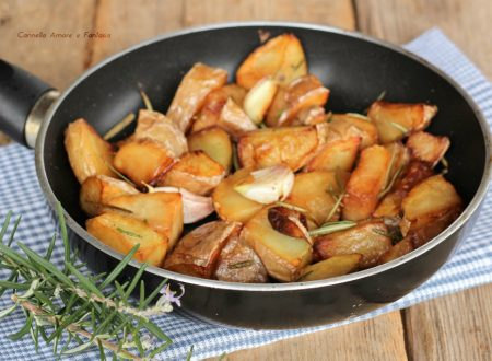 Patate con aglio e rosmarino in padella