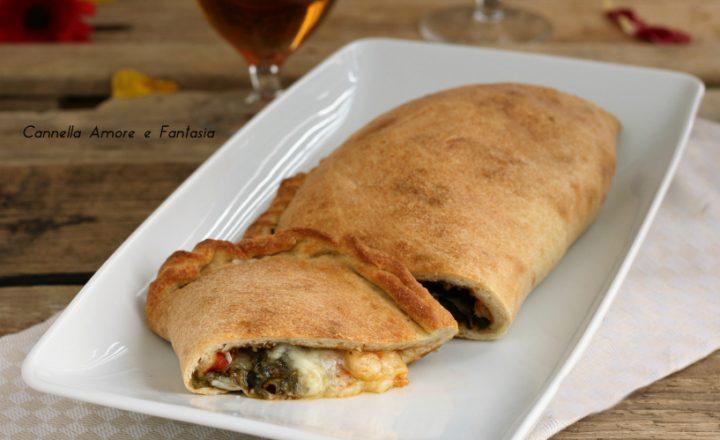 Calzone spinaci salame piccante e mozzarella