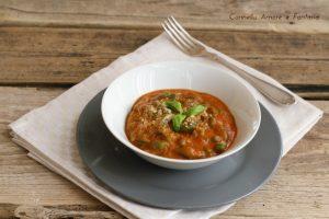 Spaetzle di spinaci con salsa di pomodoro cremosa