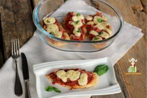 Petti di pollo al forno pomodoro e mozzarella