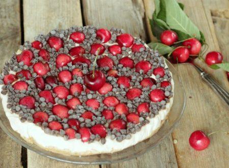 Cheesecake ciliegie e gocce di cioccolato