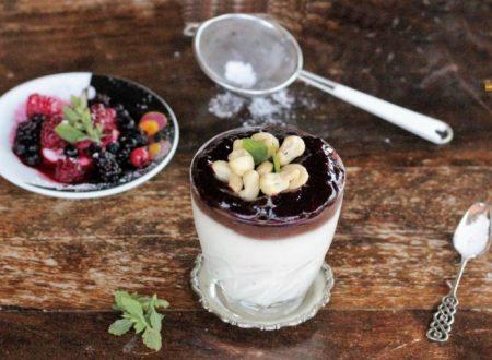 Mousse di ricotta frutti di bosco e cioccolato