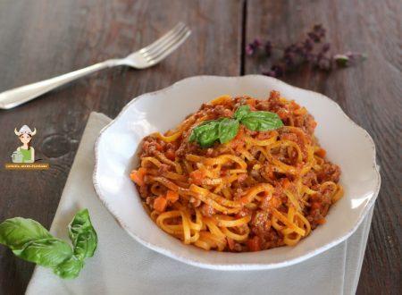 Tagliatelle con ragù alla siciliana