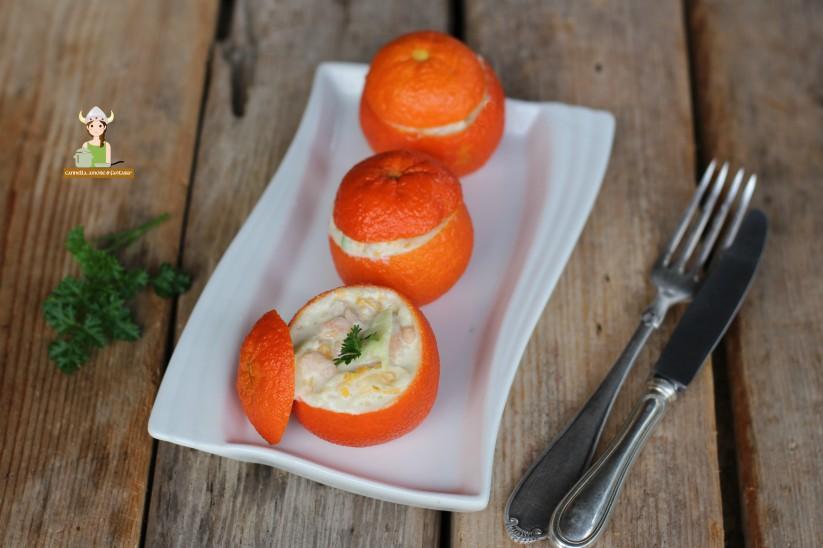 Mandarini ripieni di insalata di gamberetti