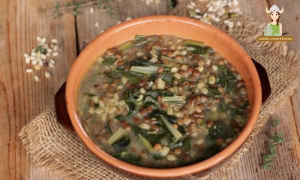 Zuppa di lenticchie con bietole e orzo