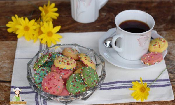 Biscotti di pasta frolla colorata