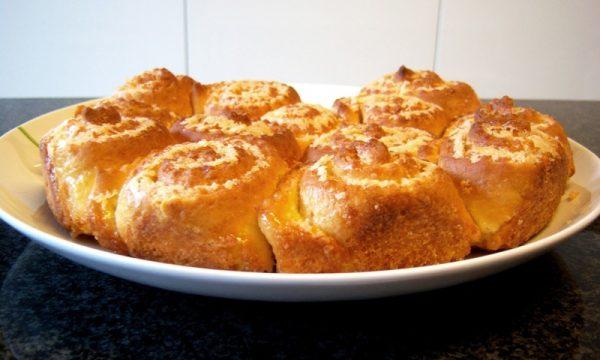 Torta di rose: un nome delicato per uno dei dolci più belli e deliziosi da servire ai propri ospiti.