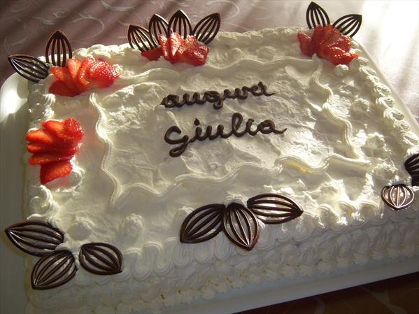 Torta panna e fragole catiabonati co for Decorazioni torte uomo con panna