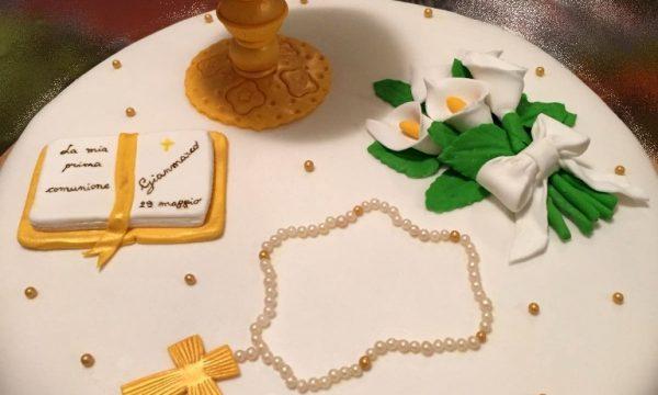 torta comunione con simboli religiosi