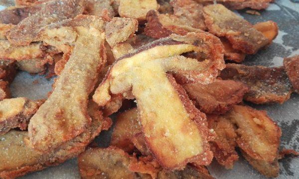 Funghi fritti con porcini freschi, profumati e saporiti c