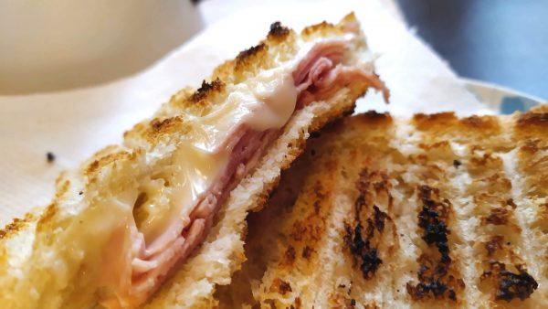 Pan carré con macchina del pane toast