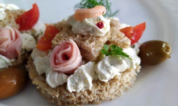 Tartine alla crema di formaggio, mini cream tarte salate c