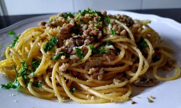 Spaghetti con sardine fresche, il pesce azzurro c