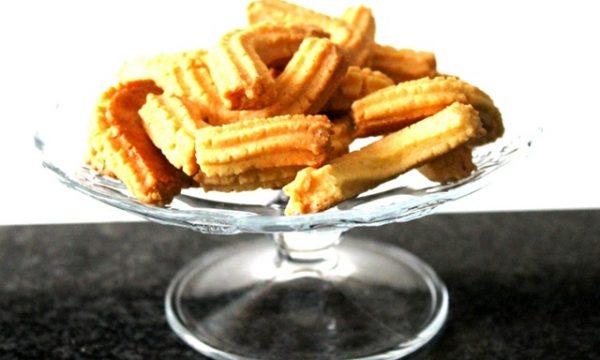 Krumiri di Casale, i famosi biscotti a forma di baffi: ecco l'ingrediente segreto per una consistenza croccante e rustica come gli originali.