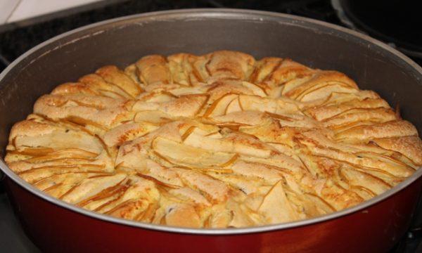 torta di mele con gocce di cioccolato fondente