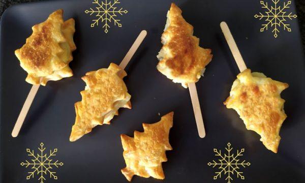 Salatini natalizi di pasta sfoglia, farciti con mousse c