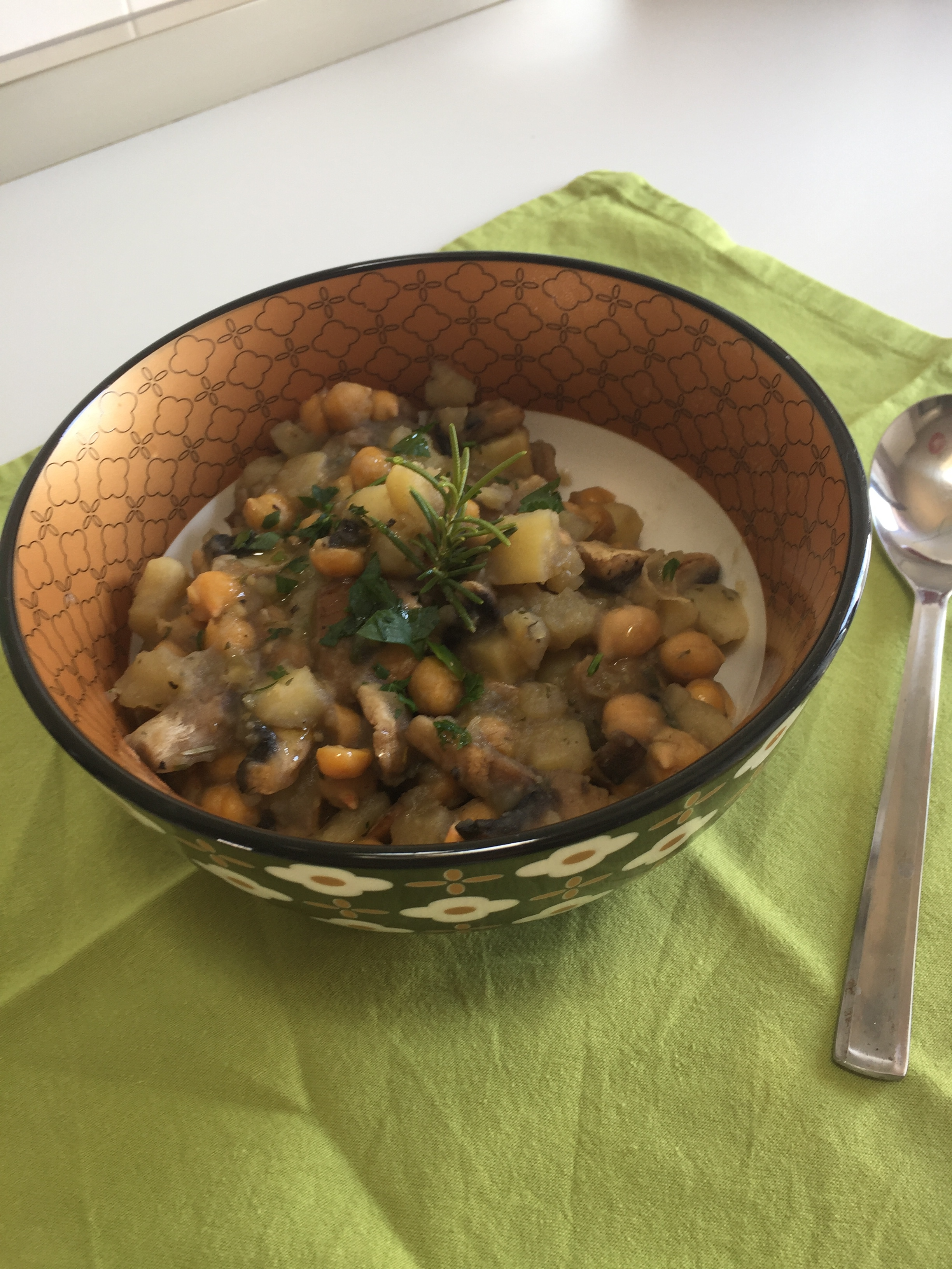 Zuppa ceci patate e funghi
