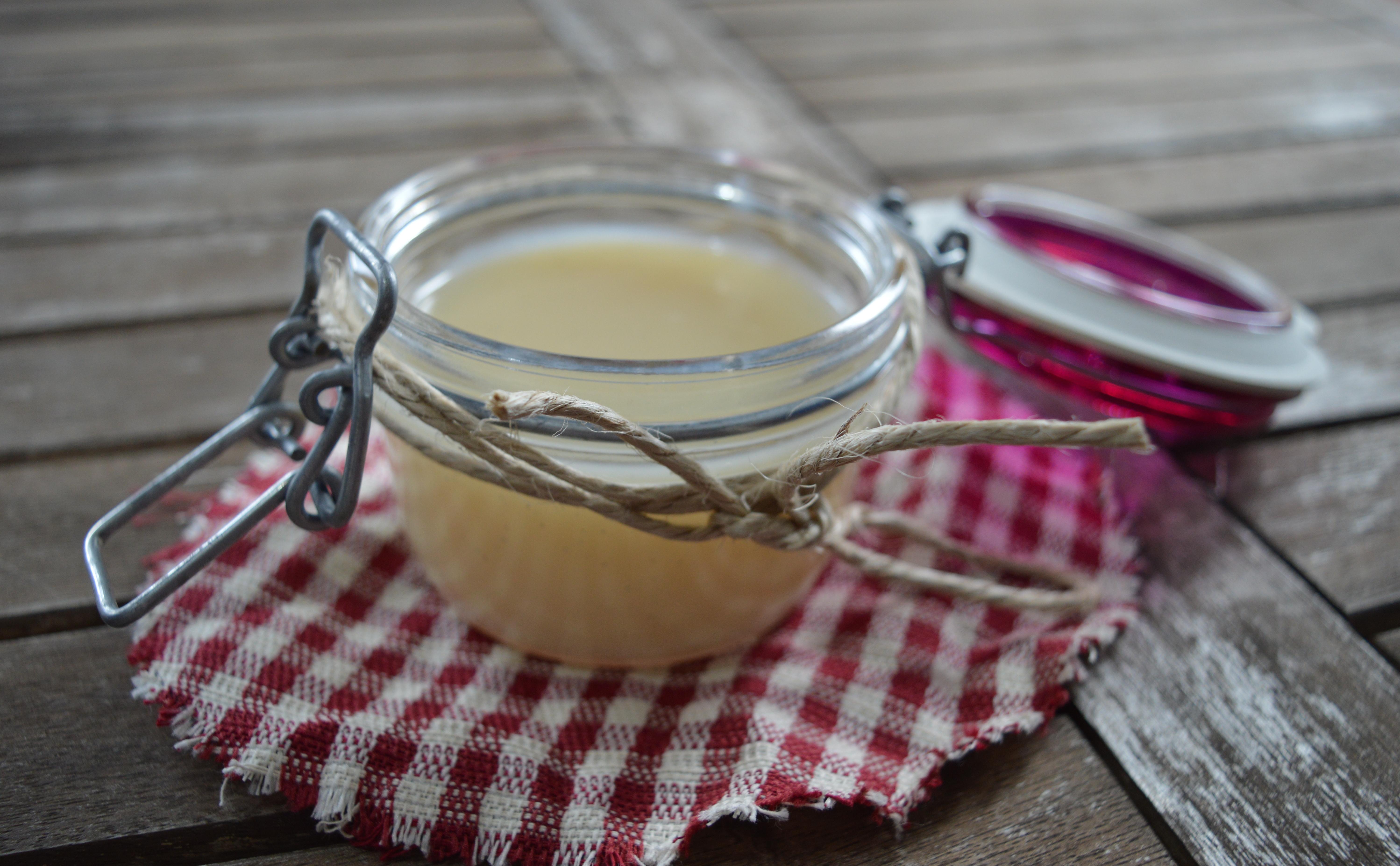 Latte condensato, base per la preparazione di creme, gelati, semifreddi.